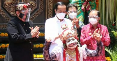Gubernur Koster Dampingi Presiden Jokowi Meninjau Vaksinasi Massal di Puri Agung Ubud