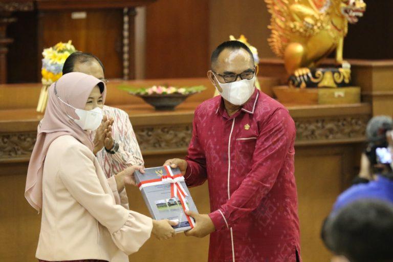 BPK RI Serahkan LHK Pemerintah Daerah dan Provinsi Bali TA 2020 dalam Sidang Paripurna ke-12 DPRD Bali