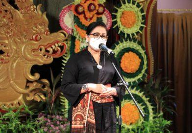 Ny. Putri Koster Ajak Para Designer Gaungkan Kembali Kain Tenun Asli Bali