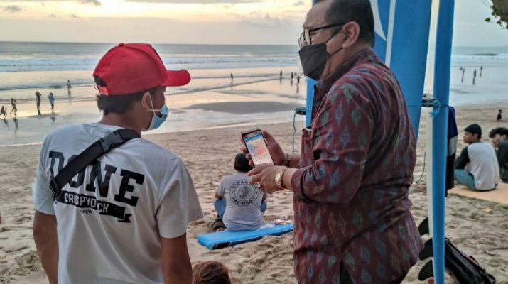 Uji Coba Pembukaan Tempat Wisata, Wagub Cok Ace 'Blusukan' ke Pantai Kuta