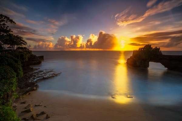 Pantai Batu Bolong Canggu, Pesonanya Tak Kalah dengan Tanah Lot